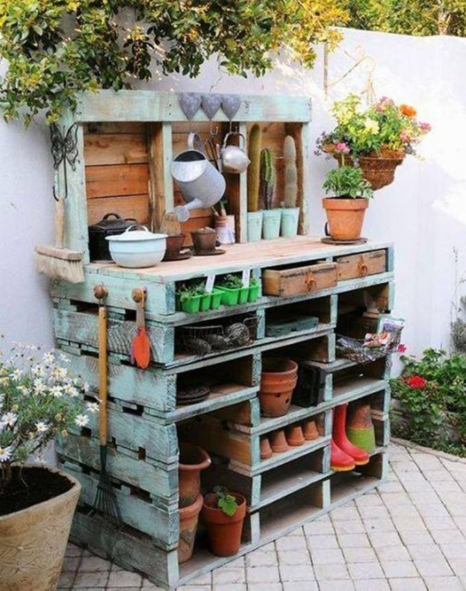 diy-wood-pallet-potting station